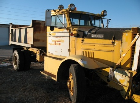 http://www.badgoat.net/Old Snow Plow Equipment/Trucks/Oshkosh Plow Trucks/Oshkosh Trucks/GW458H336-1.jpg